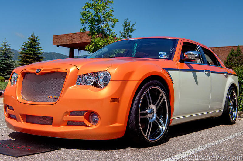 Gold and White Ghost pearl on a Hemi Chrysler 300