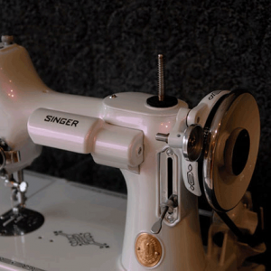 Singer Sewing machine with violet IGhost Pearls ® ®